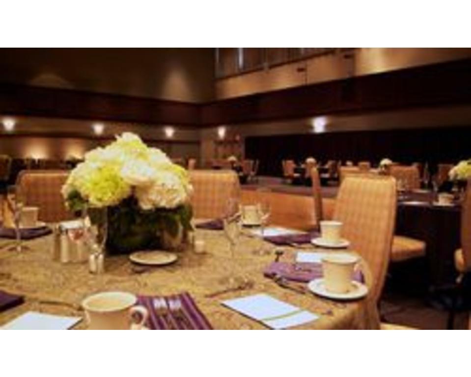 UD_Clayton_Hall_Table_Set_Up