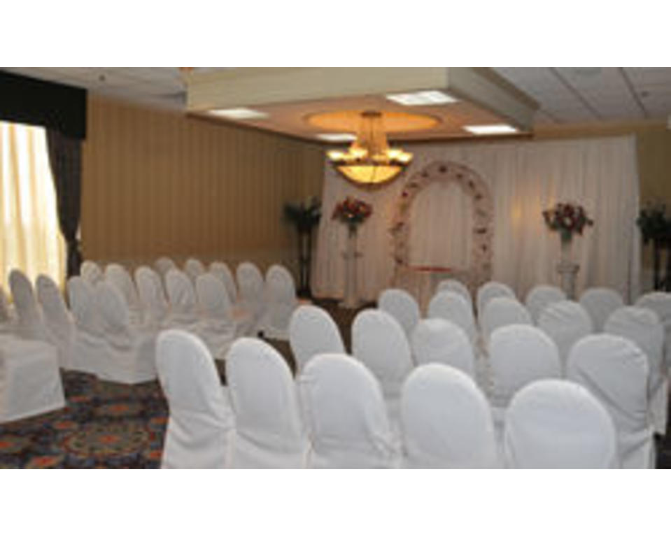 Doubletree_Wilmington_Wedding_Ceremony_Set_Up_2
