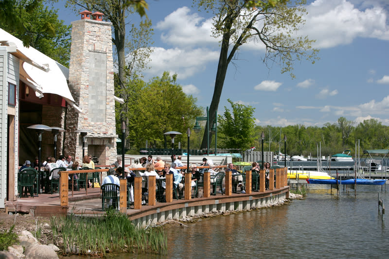 Rose S On Reeds Lake Restaurants In East Grand Rapids Mi
