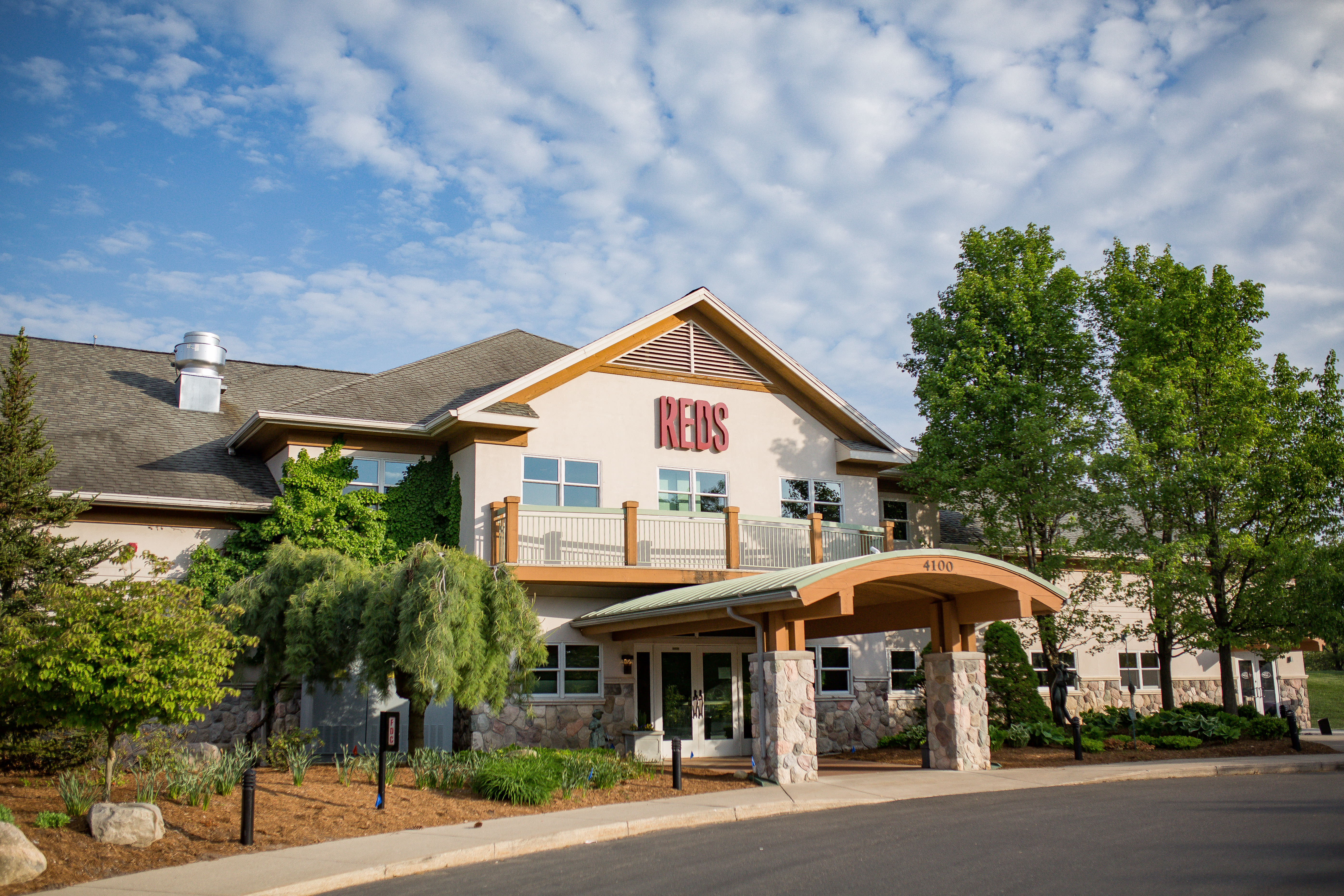 Reds At Thousand Oaks Restaurants In Grand Rapids Mi
