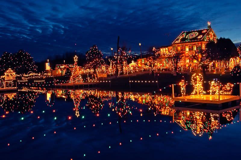 koziars christmas village - Hershey Christmas Lights