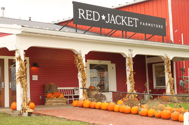 Owner discusses migrant, domestic labor at Red Jacket Orchards as annual need grows