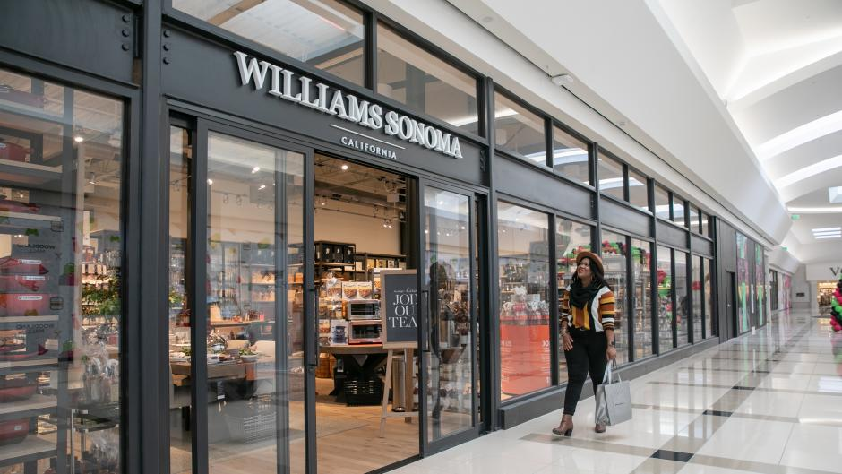 Walking into Williams-Sonoma at Woodland Mall