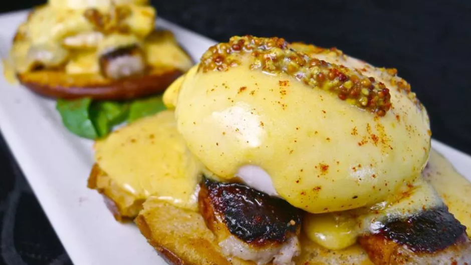 SpeakEZ Lounge eggs benedict