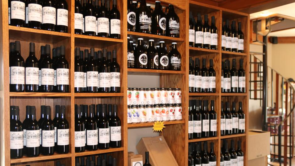 KaylaRae Cellars & MI Brewery are sure to have something for everyone. The two locations carry wines, hard ciders, beers and non alcohol rootbeer.