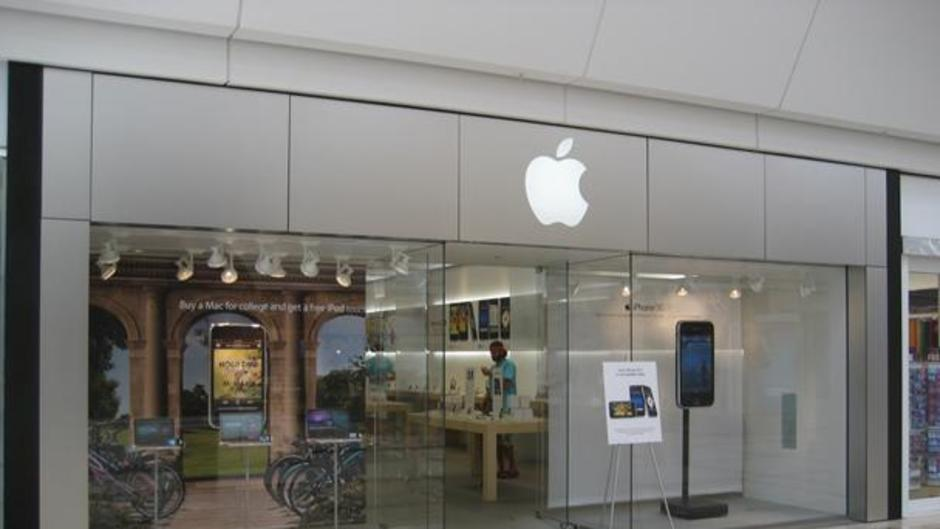 Woodland Mall: Apple Store