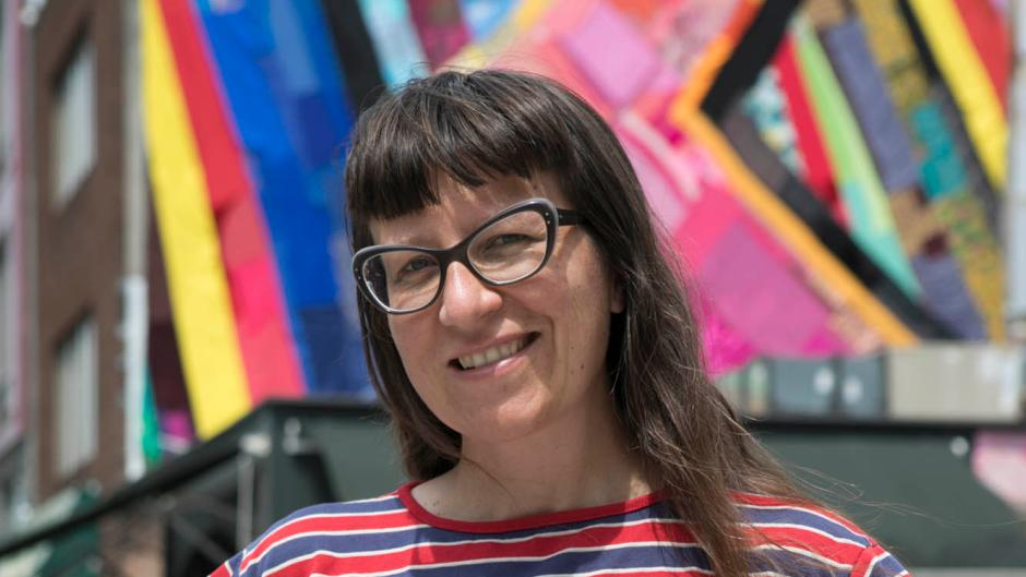 Amanda Browder, a Brooklyn-based artist, produces large-scale fabric installations for building exteriors and other public sites, engaging the communities where her projects take place, gatherings both materials and stories.