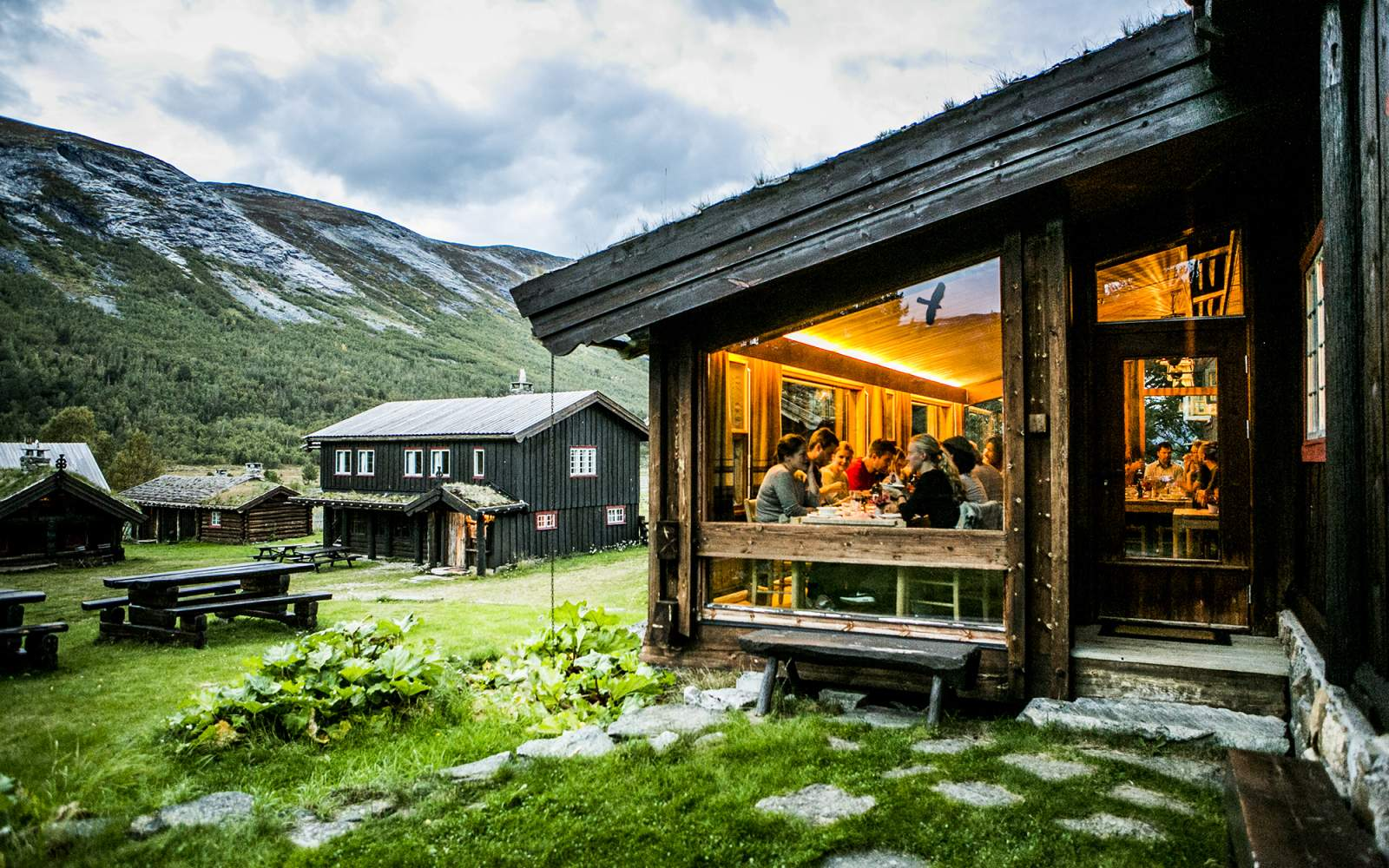 Booked Mountain Homes for Summer Vacations and Pay by Itself