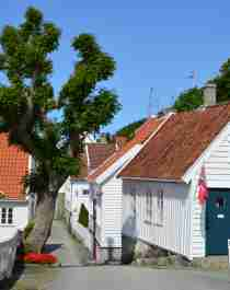 Charmiga trähus i Skudeneshavn utanför Haugesund i Fjord Norge, en kustpärla i södra Norge