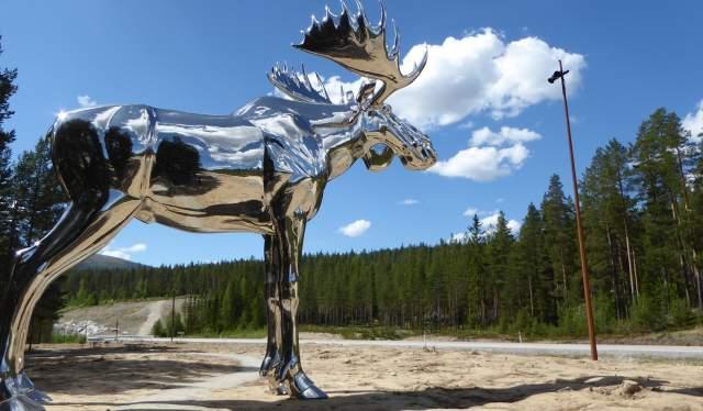 Statuen Storelgen på Bjøråa rasteplass i Stor-Elvdal på Østlandet