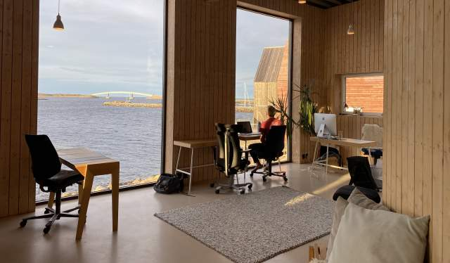 Office with an ocean view at Stokkøya beach hotel in Trøndelag