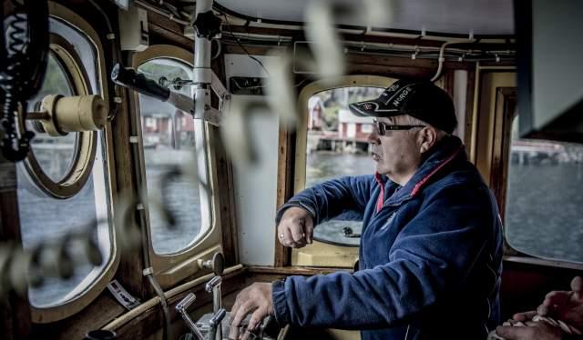Jan Martin Johansen er ute og kjører i fiskeskøyta «Elltor» i Nusfjord, Lofoten
