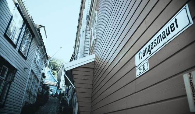 """The narrow alley """"Trangesmauet"""" in Bergen"""