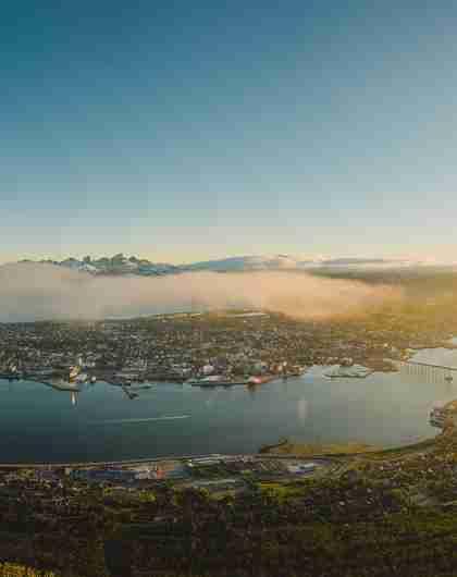 Tromsø i Nord-Norge i solnedgang