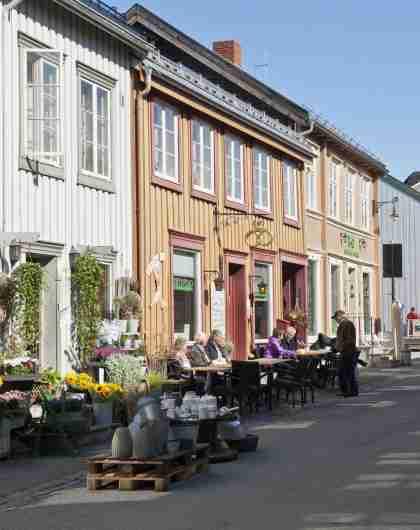 The Kjerkgata street in Røros, Trøndelag, with the Røros church in the background