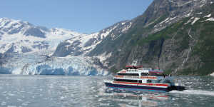 Glacier day cruise with Phillips in Prince William Sound