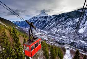 The Krossobanen cable car on its way up the mountain from Rjukan in Telemark, Norway