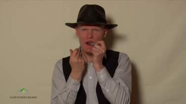 Sigurd Brokke spelar Frujorden