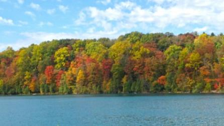 Fall foliage on the shores of Green Lakes State Park