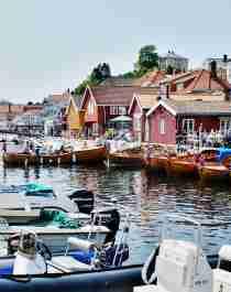 Båter langs brygga i Kragerø