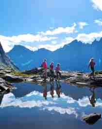 A group of people hiking in sunny weather in Romsdal