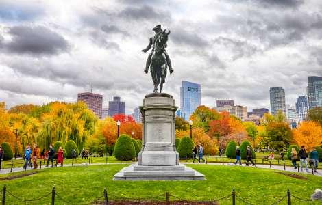 GW Statue in Fall