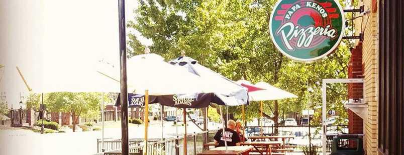 papa-kenos-overland-park-people-on-patio