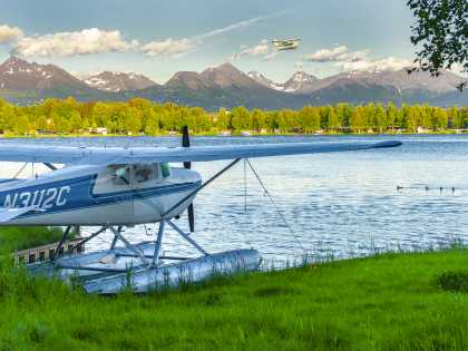 Lake Hood Seaplane Base floatplane and flightseeing tours