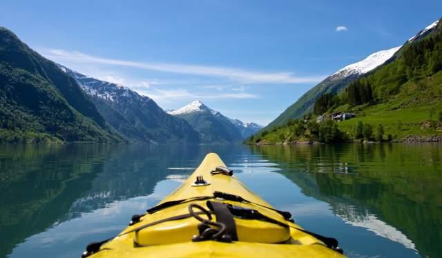 Kayaing the Fjærlandsfjorden