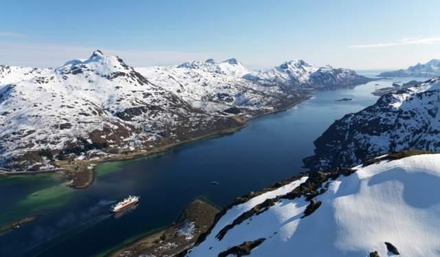 Hurtigruten au détroit de Raftsund l'hiver en Norvège