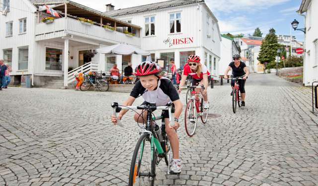 Grimstad-biking-Norway