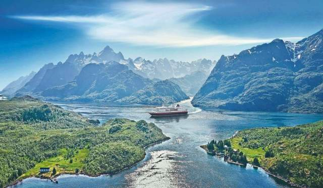 Hurtigruten in Trollfjorden