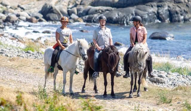 Horseback riding in Raet