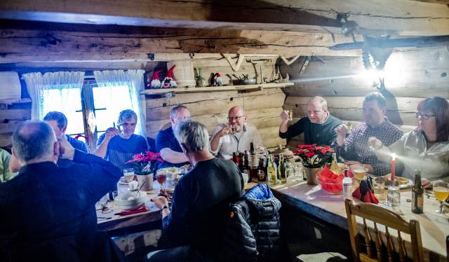 A group of people eating smalahove sheap's head at Smalahovetunet in Voss, Fjord Norway