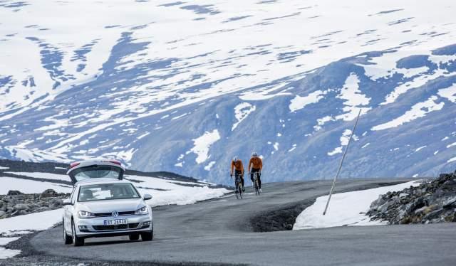 Two people road cycling up Galdhøpiggvegen in Eastern Norway