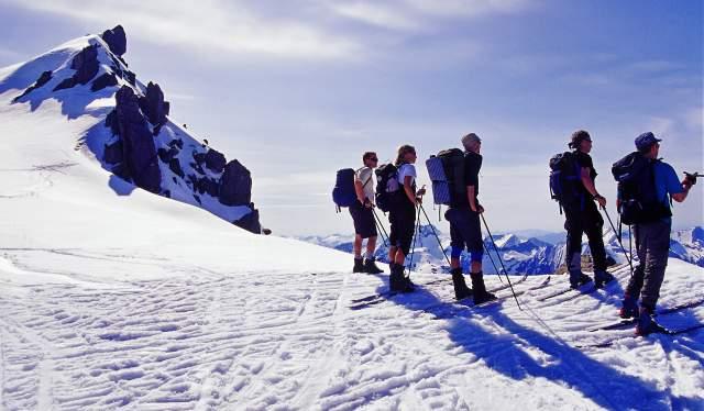 Skiing towards Kolåstind