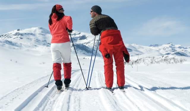 Couple skiing at Beitostølen