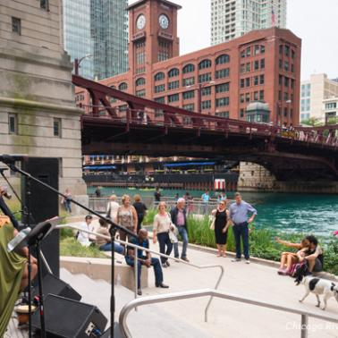 Live music on the Chicago Riverwalk