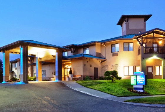 Holiday Inn Express - McKinleyville