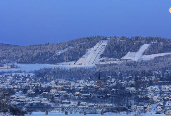 An overview of Lillehammer in the moon night