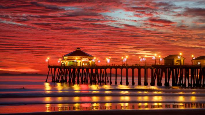 The Iconic Pier Is A Must See And Hard To Avoid On Any Trip Huntington Beach Stretching 1 856 Feet Into Pacific Ocean It Longest