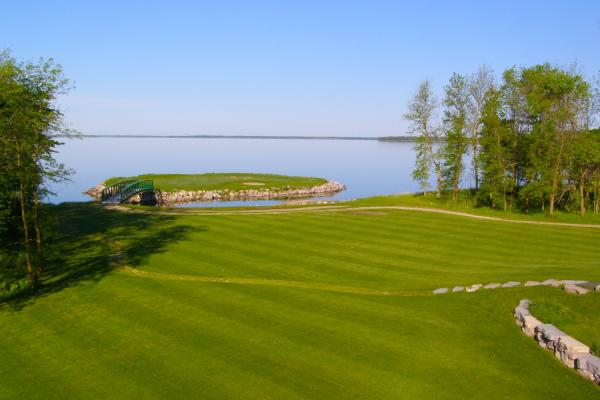 Island green at Lake of the Sandhills Golf Course