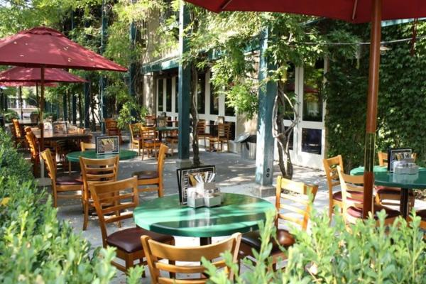 Patio of Pizzeria Tra Vigne in St Helena