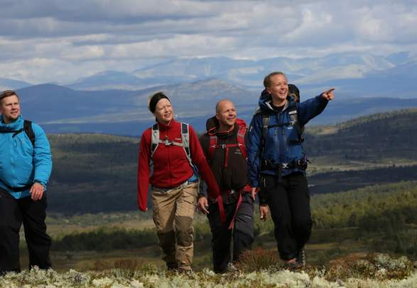 People hiking in the mountains at Skeikampen