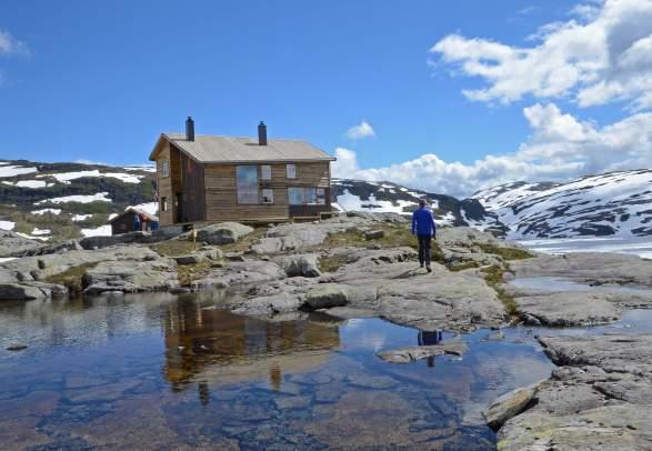 Gullhorgabu cabin in Bergsdalen, Fjord Norway