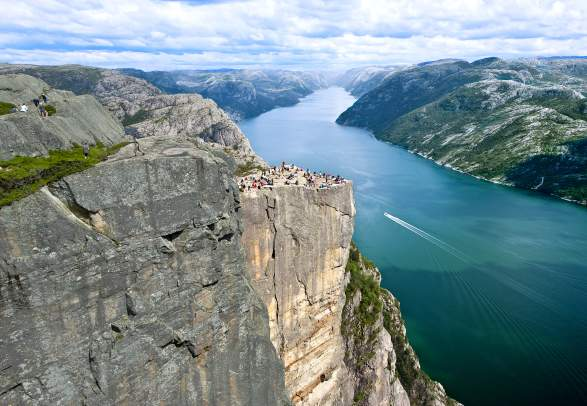 People enjoying the view of Lysefjorden from Preikestolen