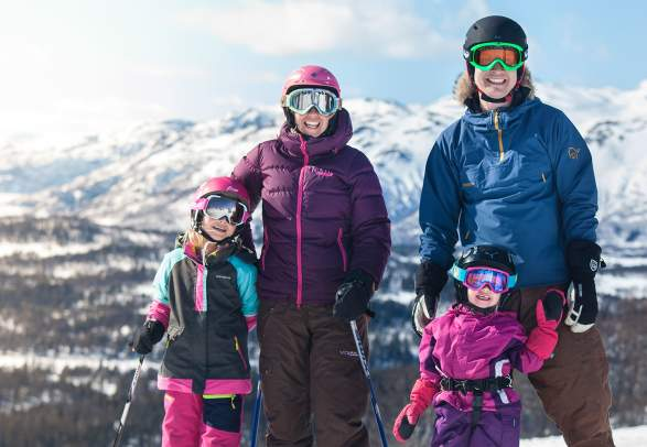 Family skiing in Rauland