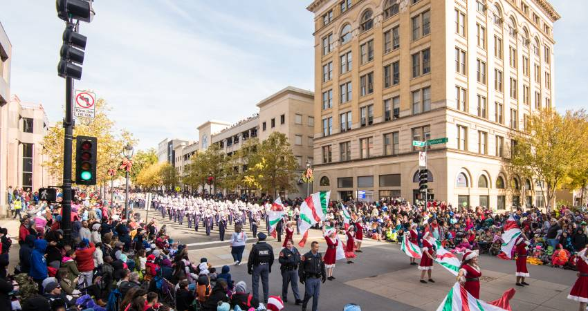 a guide to the raleigh christmas parade - When Is The Christmas Parade