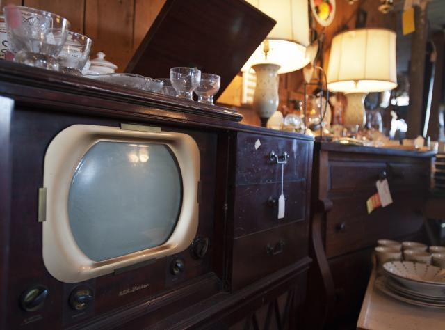Lady Bug Antiques 84 ... - Shopping In New York Antique Shops, Antique Dealers
