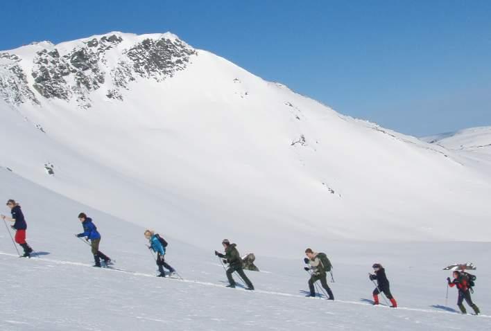 På skitur i oppoverbakke i Oppdal